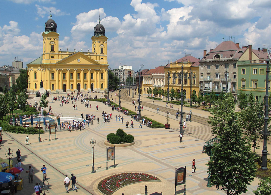 Debrecen_Kossuth_ter_a_Reforma900